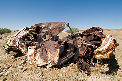 old-wrecked-car-outback-australia-14466708