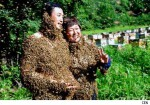 couple-weds-while-covered-in-bees
