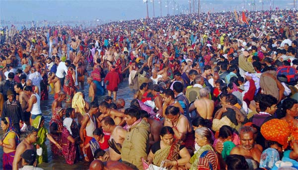 Kumbh_holy_dip_600
