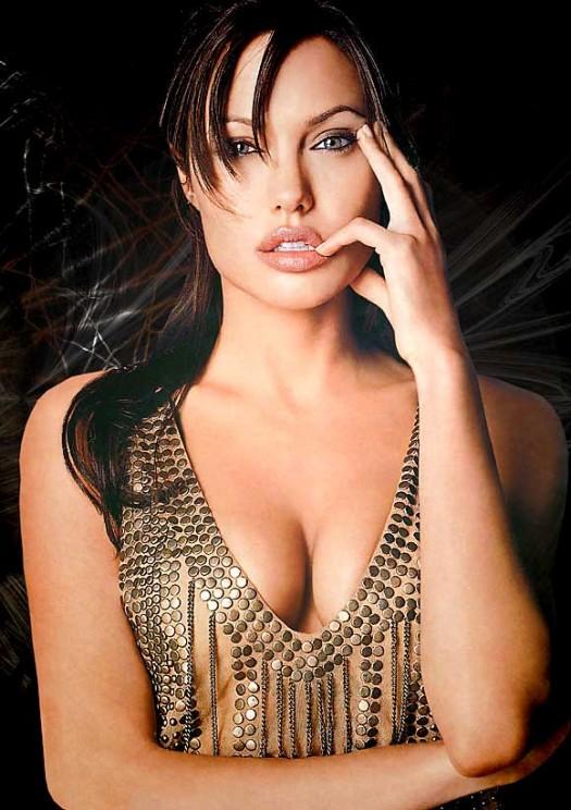 Angelina_Jolie_nude-525x744