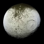 Iapetus_as_seen_by__Cassini