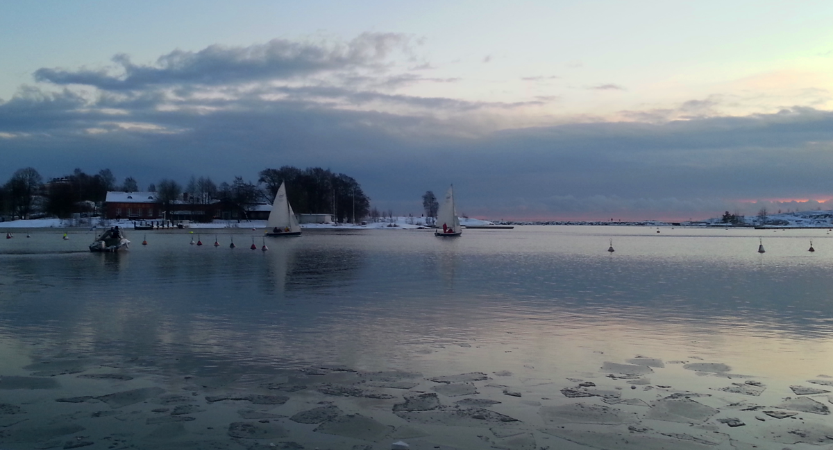 Sailing in Xmas. © Ice Swimmer