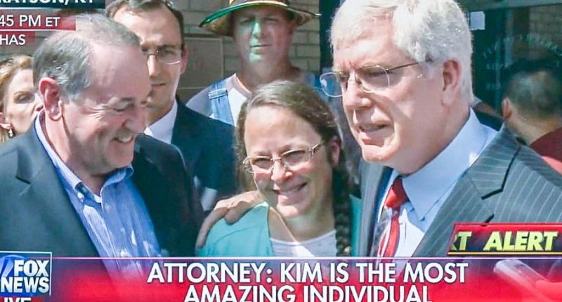 Mike Huckabee, Kim Davis and Mat Staver (Fox News)