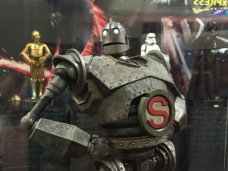sideshow-irongiant-withs-closeup
