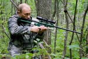 800px-Vladimir_Putin_Amur_tiger_August_2008-1
